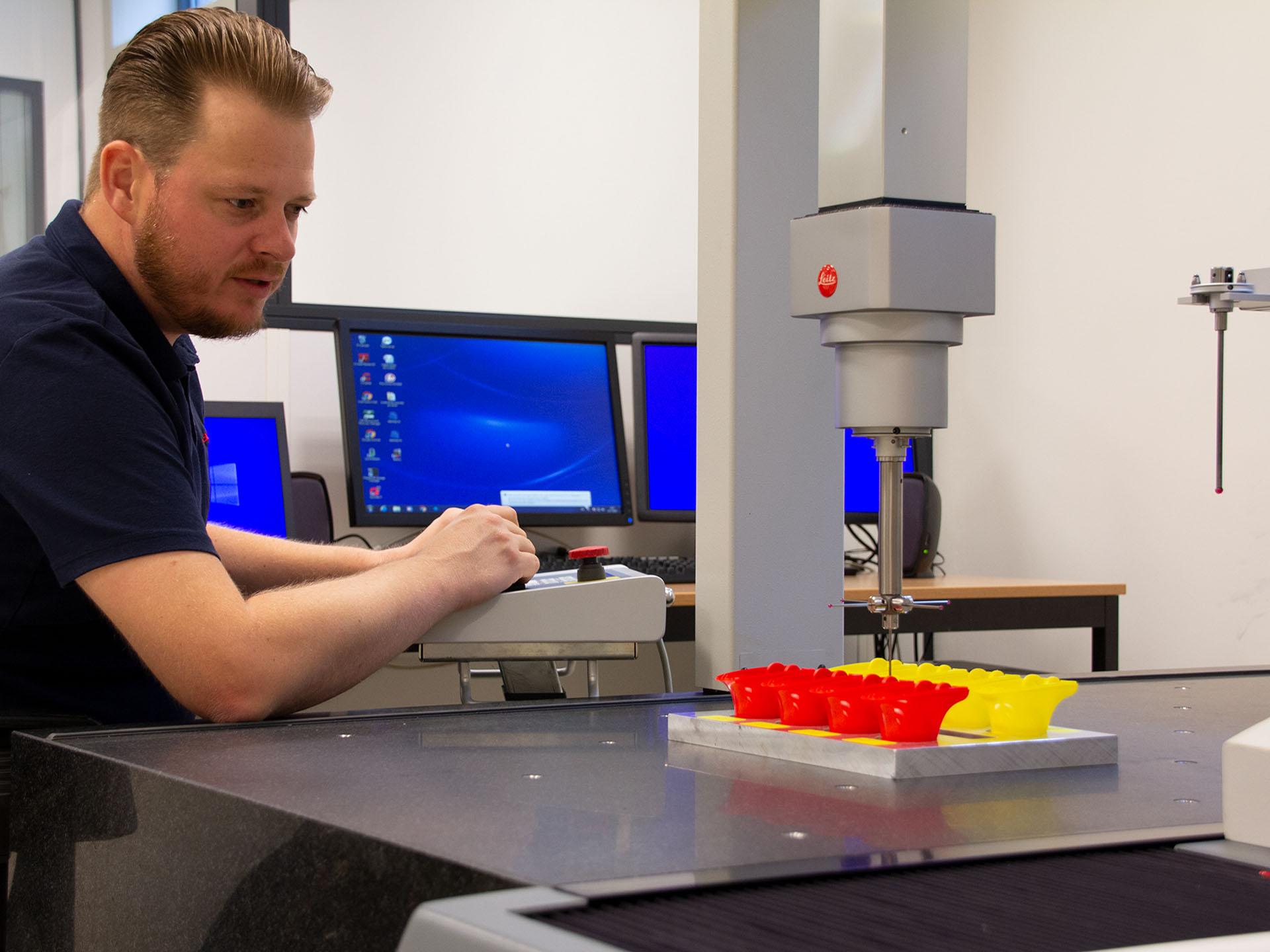 3D meetservice Productinspectie met Leitz CMM van kunststof onderdelen op een op maat gemaakt opspangereedschap